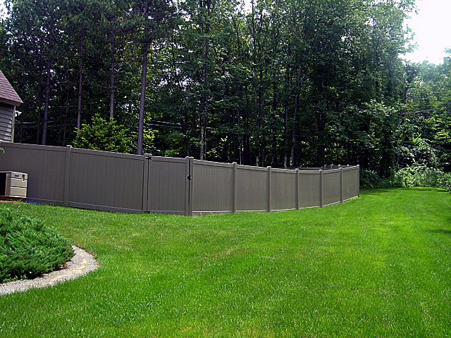 Rainier privacy fence vinyl privacy fencing vinyl fence for Cheap tall privacy fence