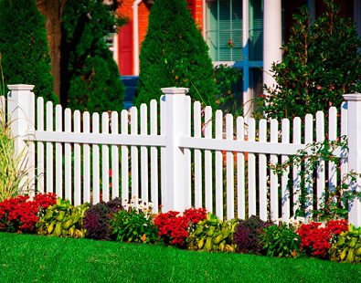 white vinyl picket fence and PVC picket fence by www.vinylfenceanddeck.com 507-206-4154