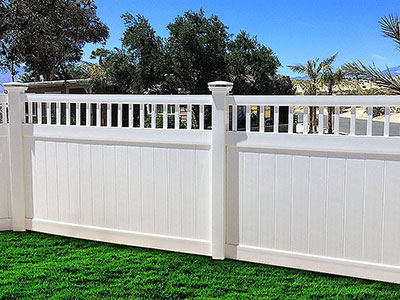 Texas Vinyl Fence plus Texas Vinyl Privacy Fence.   Factory Direct.  Fast Shipping.  www.vinylfenceanddeck.com