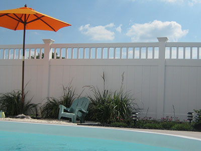 Texas Vinyl Fence plus Texas Vinyl Privacy Fencing.   Factory Direct.  Fast Shipping.  www.vinylfenceanddeck.com