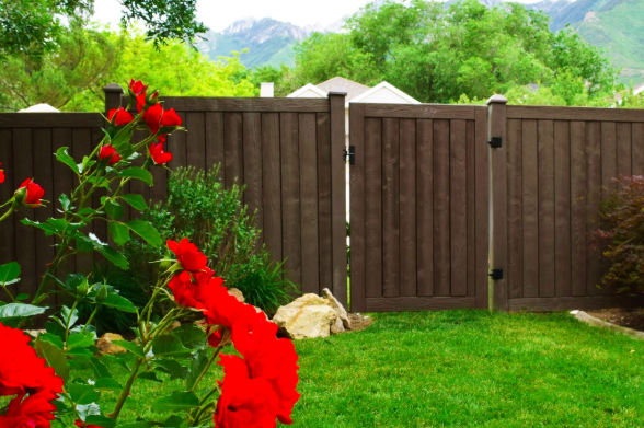Ashland privacy fence with natural wood appearance