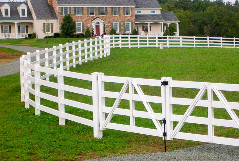 White vinyl fence in the front yard of a ranch