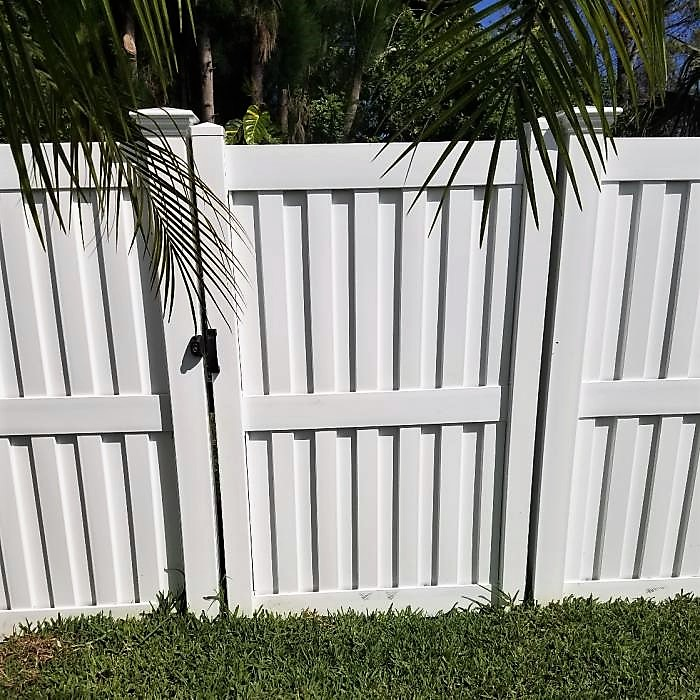 Heavy Duty Florida privacy fence white