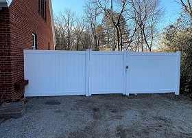 vinyl privacy fence 6' Tall